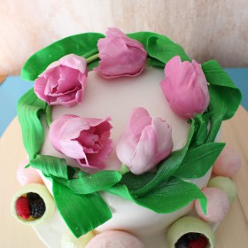 Торт с тюльпанами