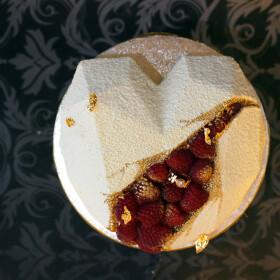 Торт-сердце велюровый