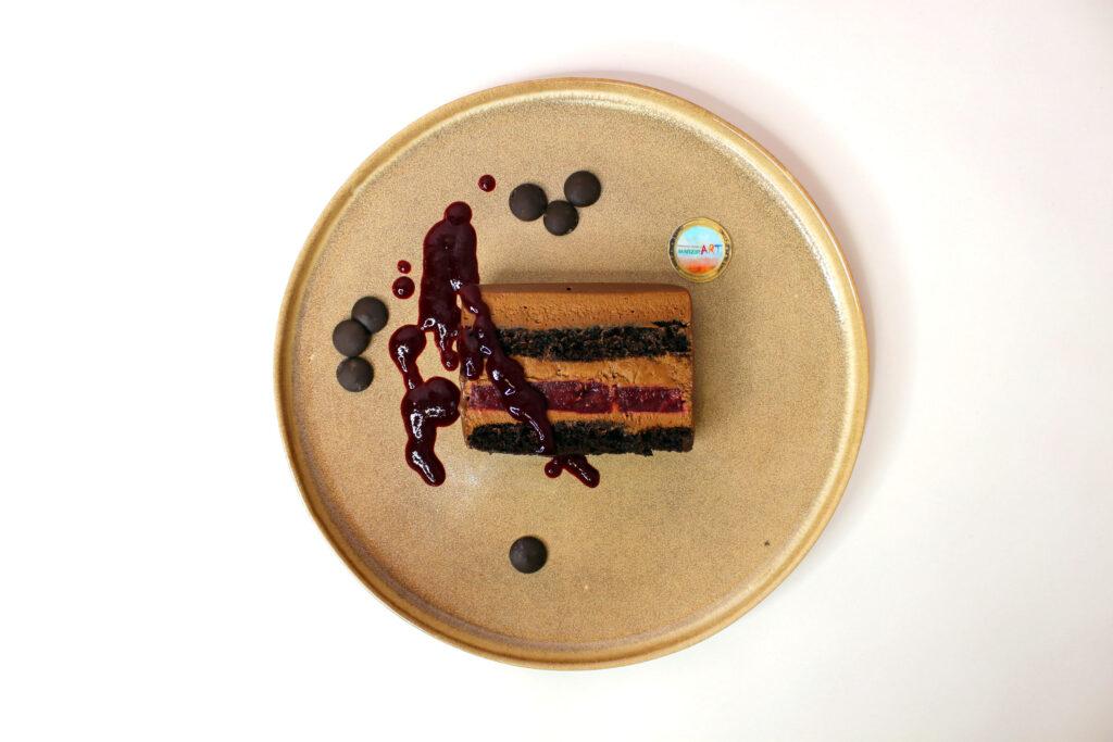 шоколадная с вишнёвым конфи
